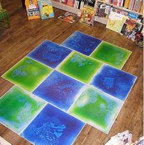 Дизайн в интерьере детского книжного магазина с живой плиткой