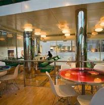 Использование живой плитки на столешницах в кафе