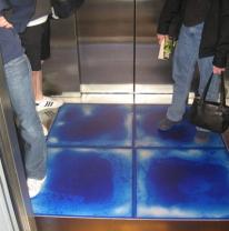 Живая плитка liquid floor в кабине лифта