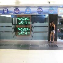 Живая плитка liquid floor в торговом центе