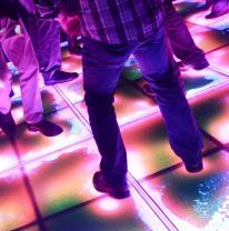 Танц пол в ночном клубе из живой плитки