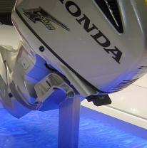 Использование 3d пленки в промо стенде компании Honda
