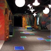 Использование живой плитке в интерьере развлекательного центра.