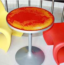 Использование живой плитки на столешницах в Mojo Yogurt