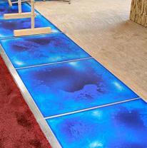 Использование живой плитки в дизайне ночного клуба Ostr