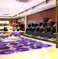 Жидкая плитка в дизайне обувного магазина
